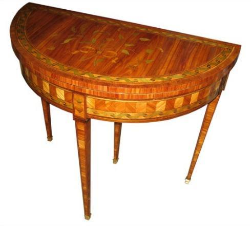 Table à jeu de style Louis XVI, d'époque XIX ème, en marqueterie de fleurs.